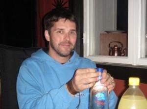 tommie-oppnar-vodkan